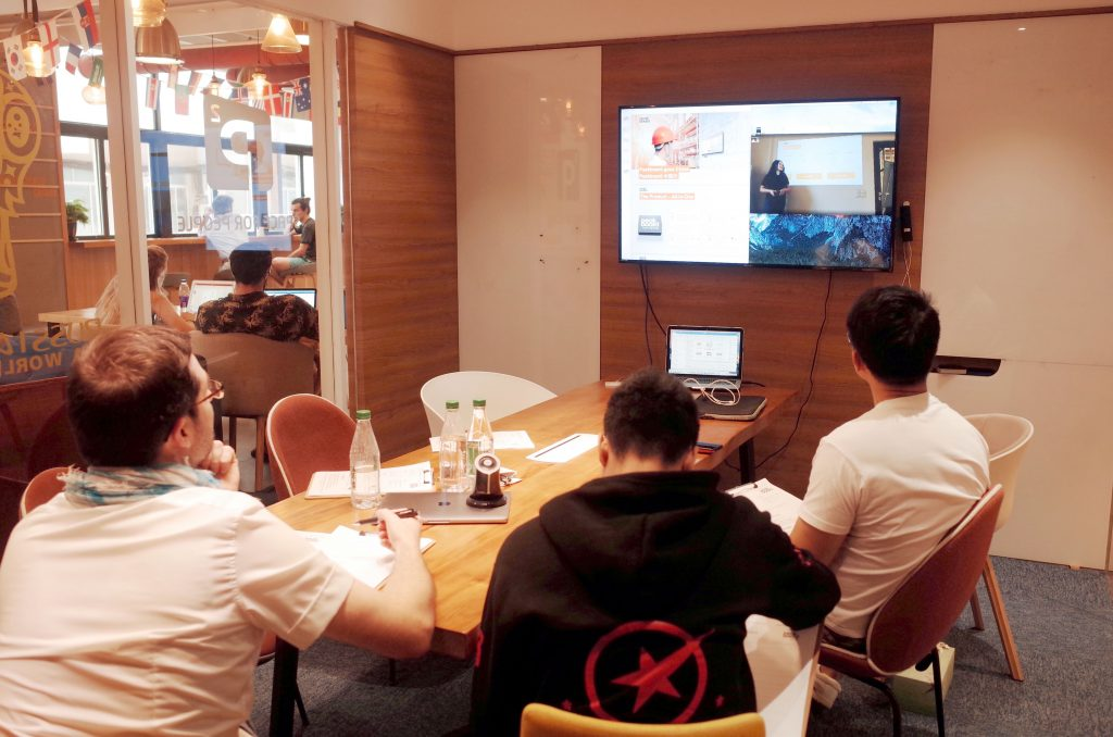 Jury in Shanghai connected live